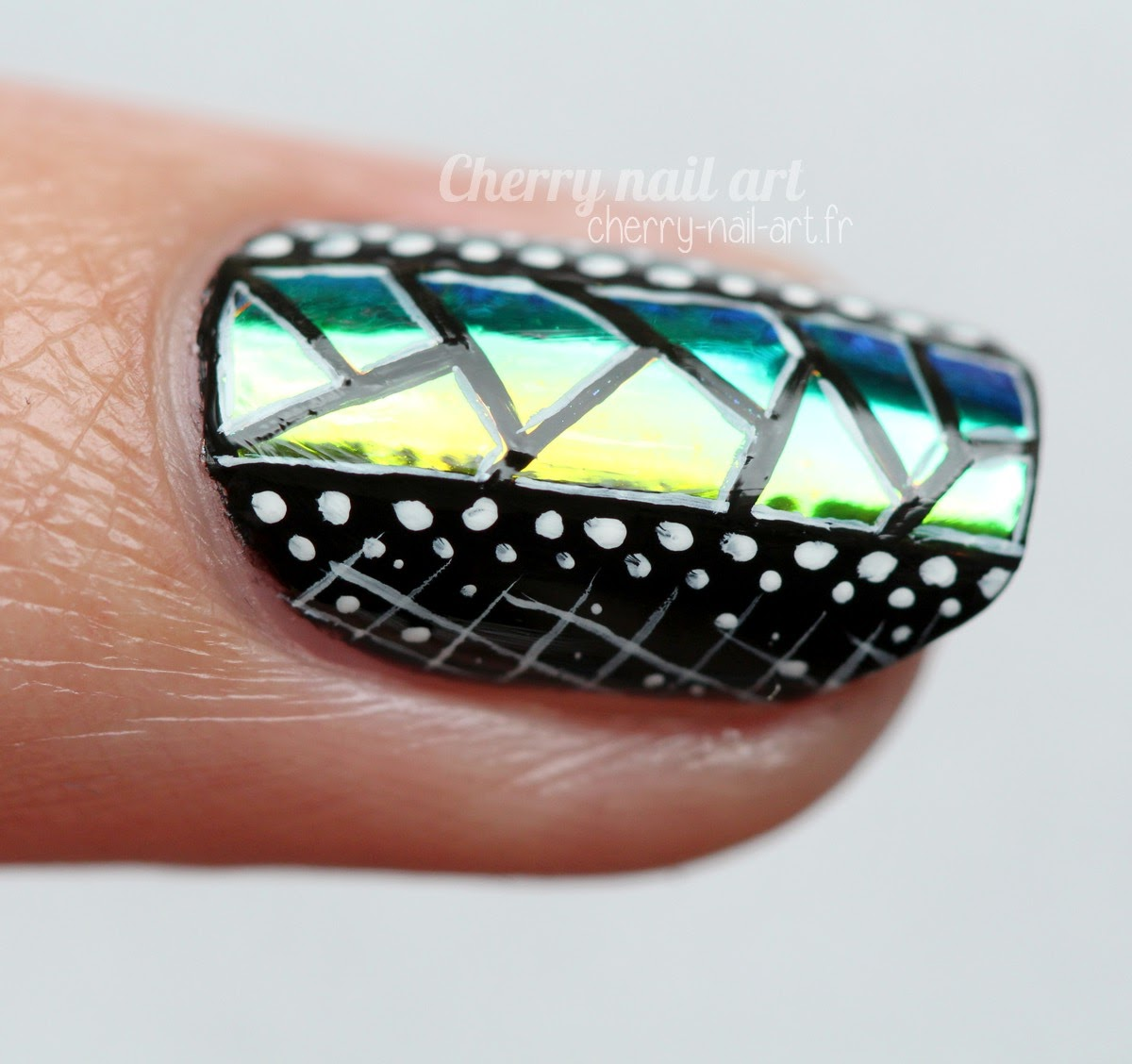 nail-art-abstrait-géométrique-glass-nail