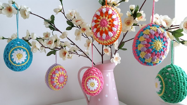 Free pattern for cute colourful crochet easter eggs