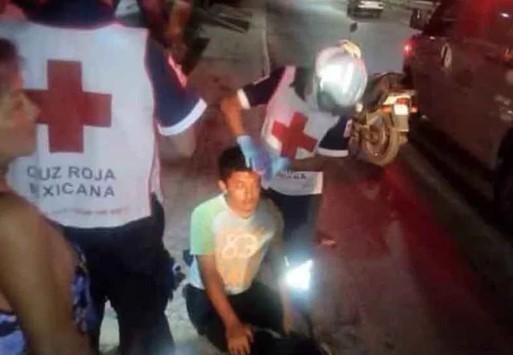 ¡Joven herido al caer de motocicleta!