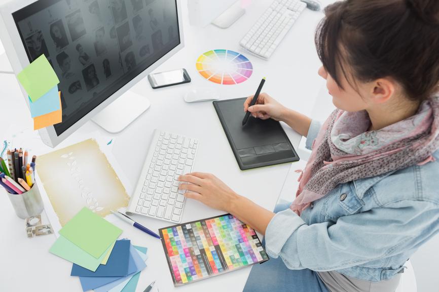 tips memilih menentukan jasa studio desain grafis perusahaan creative advertising agency terbaik terpercaya reputasi terkenal klien harga price list murah gratis biaya cetak portofolio