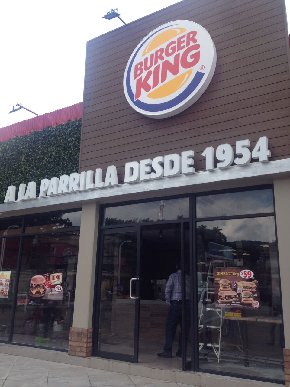 bit cora pol tica inaugurar n franquicia de burger king en san andr s tuxtla. Black Bedroom Furniture Sets. Home Design Ideas