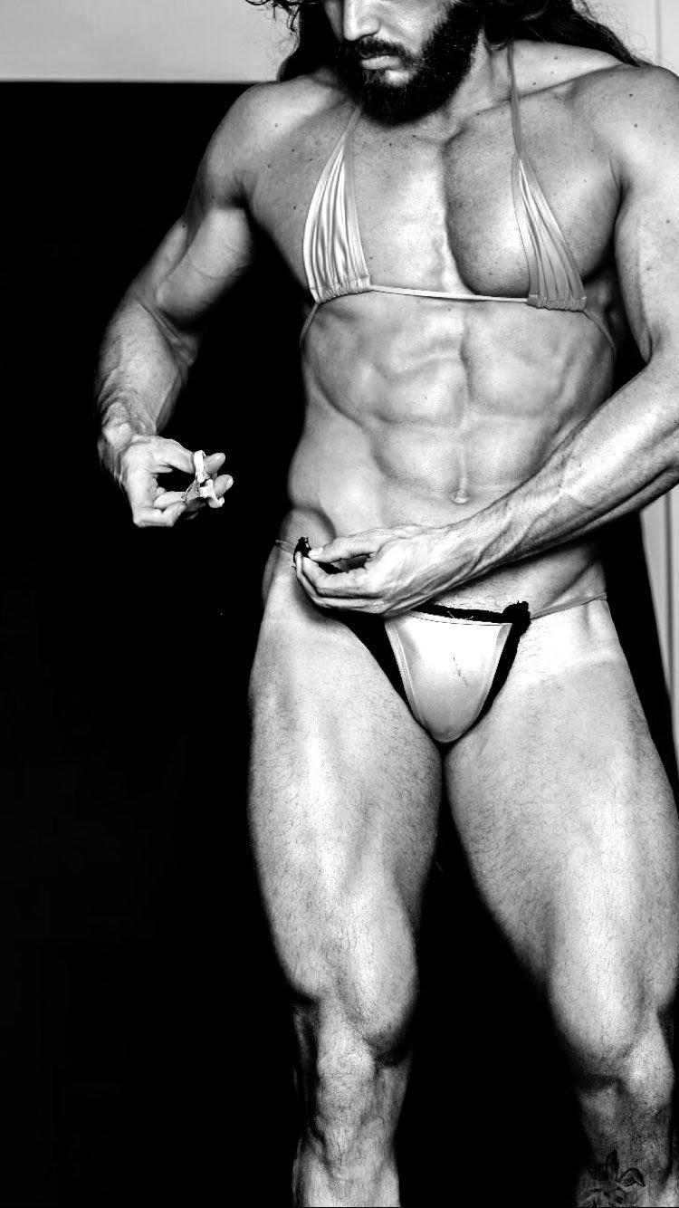 Franklin David ajusta biquíni para recriar capa icônica da Playboy. Foto: Arquivo Pessoal