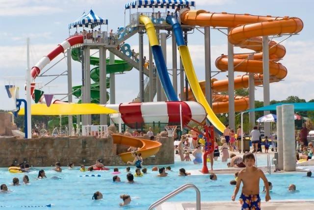 3 Aktivitas Seru Yang Kamu Bisa Lakukan di Waterpark Selain Berenang