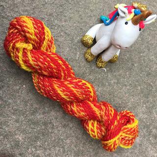Seville: fine laine teintée à la main et filée au rouet (lot de 3 écheveaux jaunes et rouges, mixte de laine), aiguille 2/3