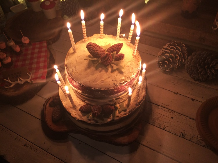 Woodland birthdayparty - birthday cake with candles