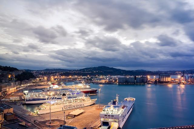 Ancona: porto turistico e commerciale