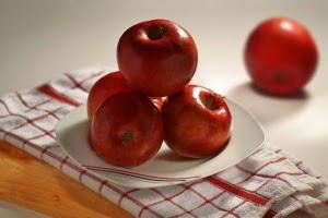 wajah putih dan cerah dengan masker alami buah apel
