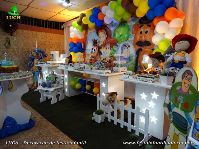 Decoração de mesa infantil Toy Story para festa de aniversário
