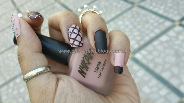 Glamchica Nykaa Matte Nail Lacquer Pink Meringue Amp Black Cherry Pie Review Price Amp Swatches