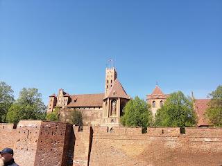 Zamek Malbork z dzieckiem, zamek Malbork taras rodzinna blog atrakcyjne wakacje z dzieckiem