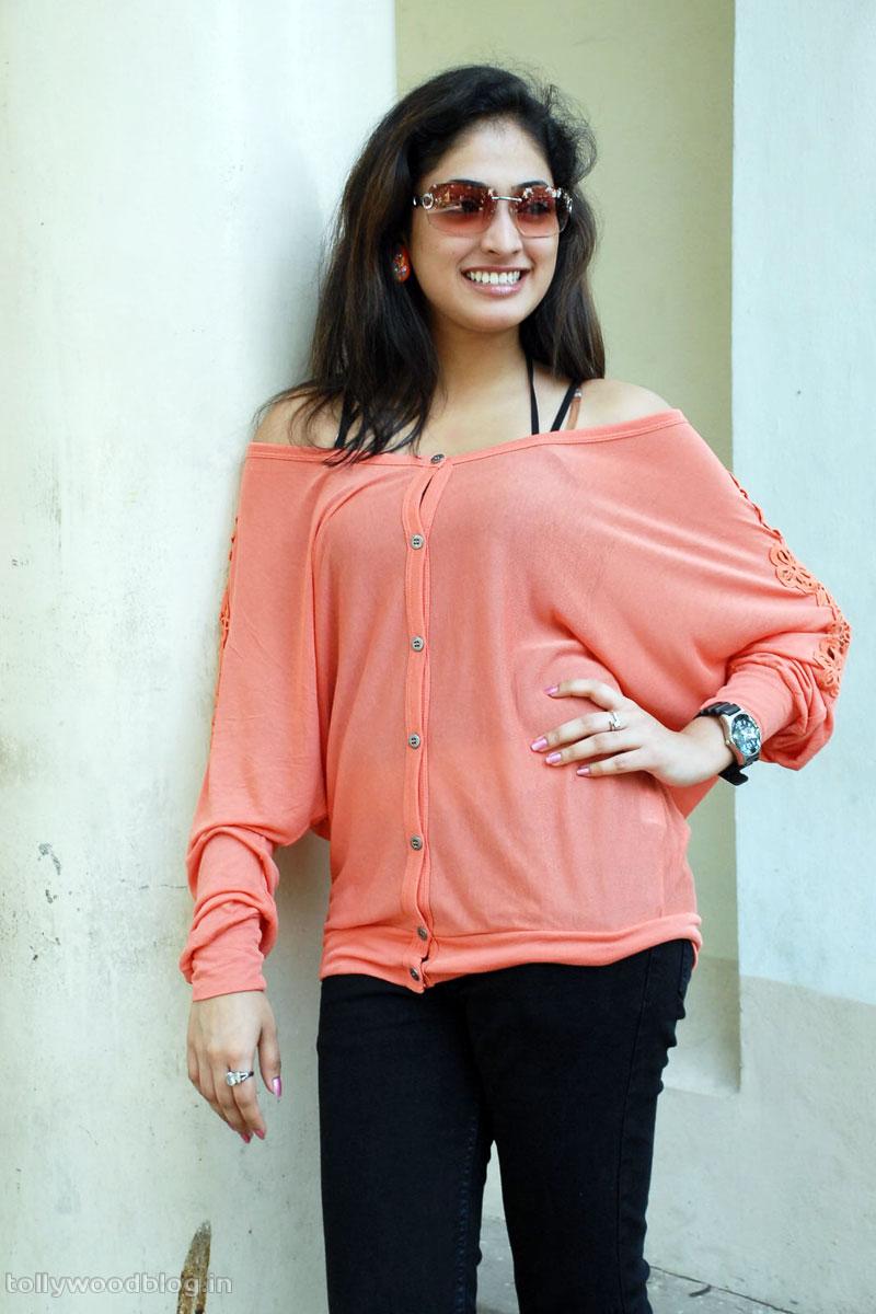 Hari Priya Latest Beautiful hot Photos Stills-HQ-Photo-10
