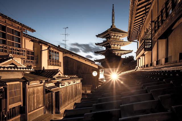 Yasaka Pagoda :: Canon EOS5D MkIII | ISO100 | Canon 28mm | f/9.0 | 30s