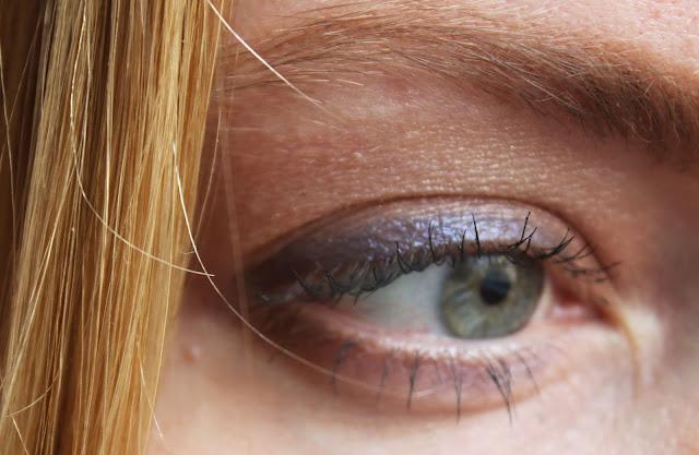 макияж глаз с синими тенями
