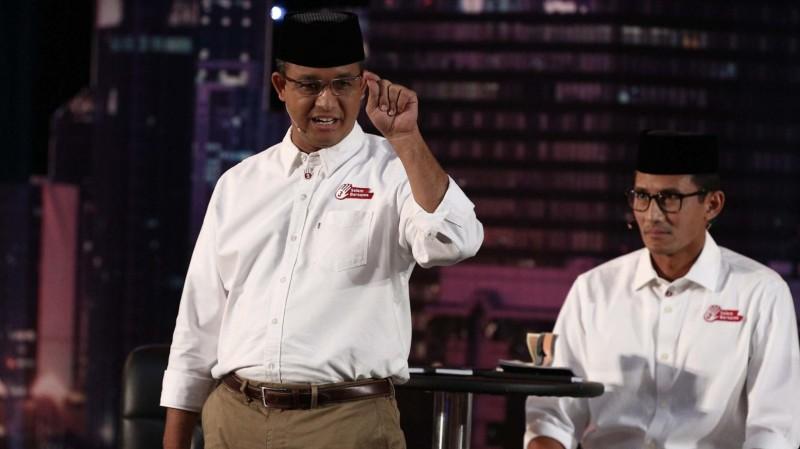 Sandiaga Uno bersama Anies Baswedan saat debat
