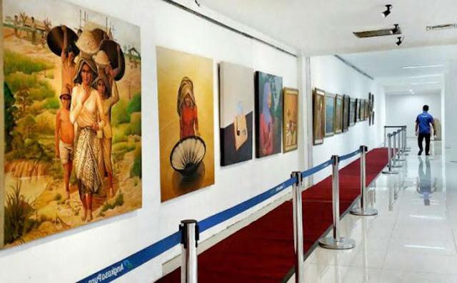 CANTIK BANGET..! Puluhan Lukisan Mejeng di Ruang Tunggu Terminal Bandara Syamsudin Noor Banjarbaru