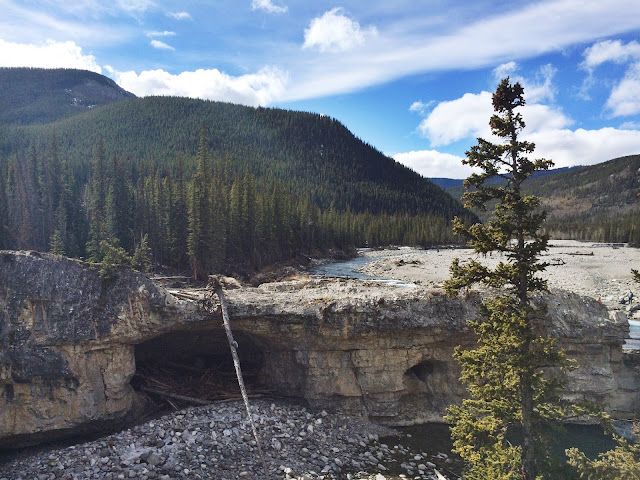 Hiking with your family at Elbow Falls, Bragg Creek