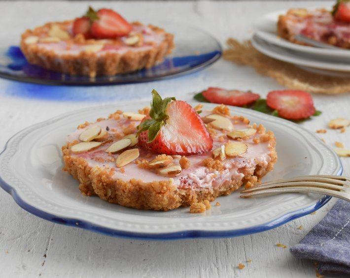 Pie de fresas y yogurt sin horno, un postre nutritivo y refrescante