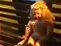 Mengerikan, Boneka Ini Berbicara Meskipun Baterai Dicabut