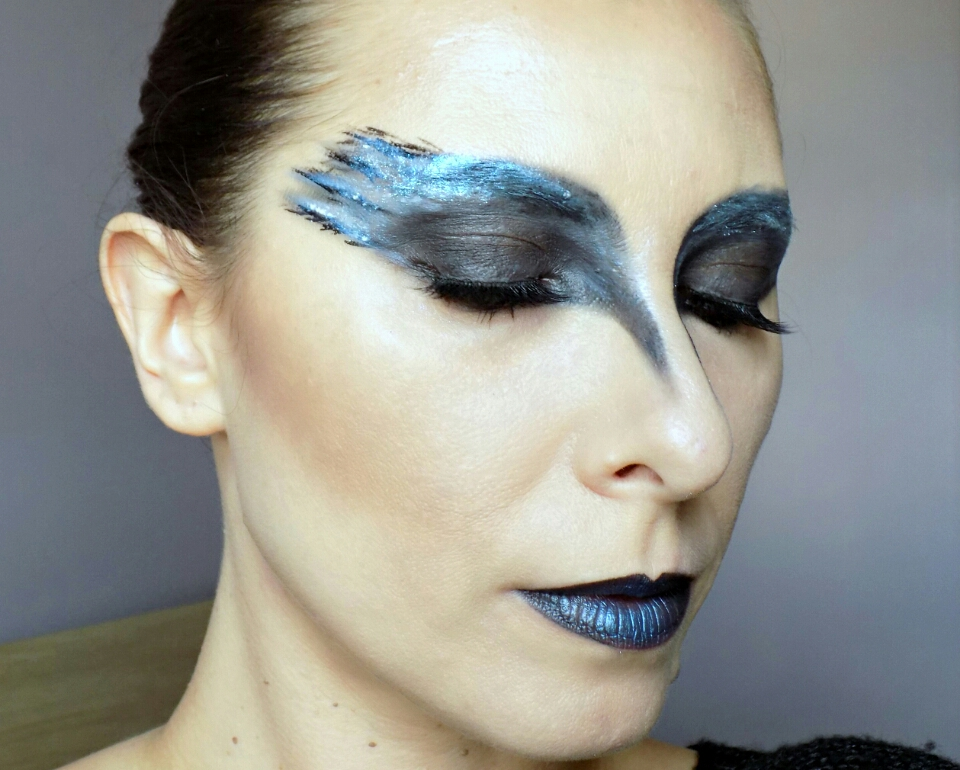 Halloween makeup look: black swan