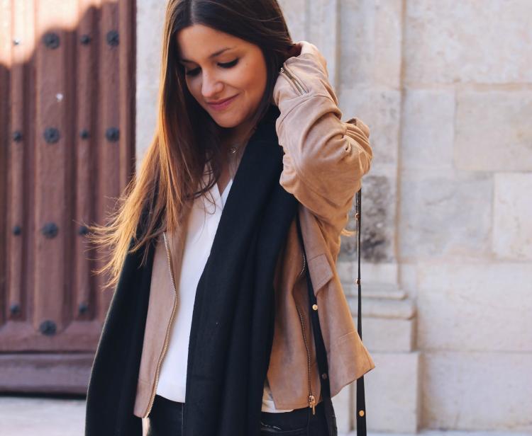 outfit-primavera-chaqueta-beige-blog-moda-leon