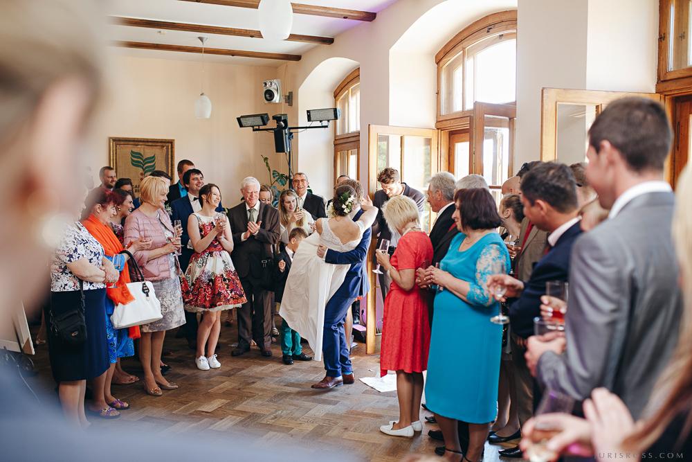 trauku plēšana kāzās