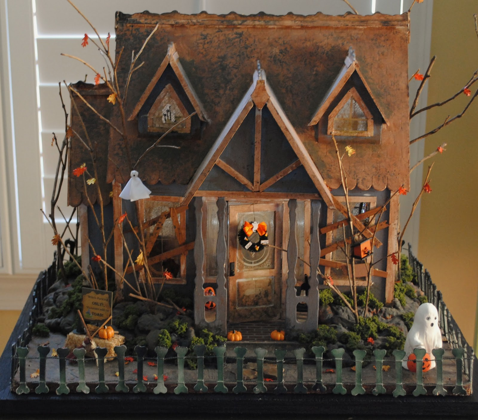 "Halloween Home Decor Ideas: Little Things By Anna: Miniature ""Happy"" Halloween House"