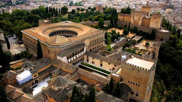 [صورة مرفقة: alhambra-palace-1.jpg]
