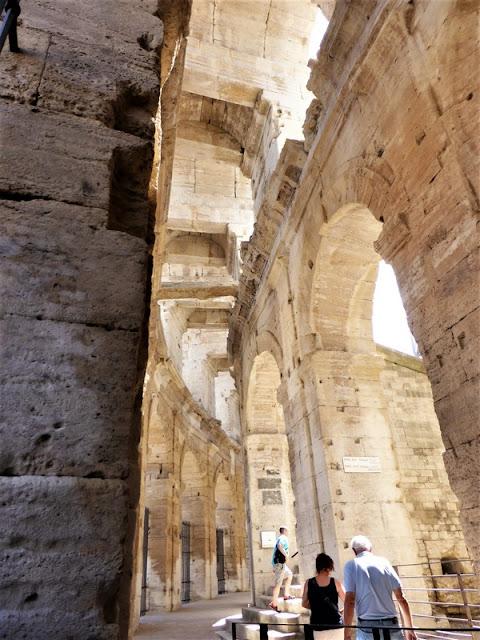 Arcos interiores del Anfiteatro Romano de Arlés