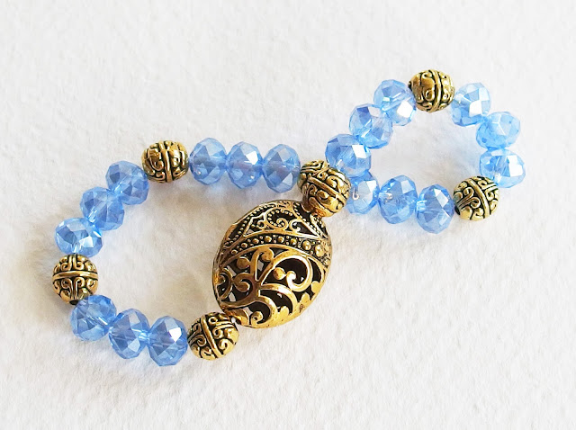 https://www.alittlemarket.com/bracelet/fr_bracelet_romantique_victorien_tess_d_uberville_cristal_swarovski_metal_or_vieilli_cisele_bleu_et_dore_-16823959.html