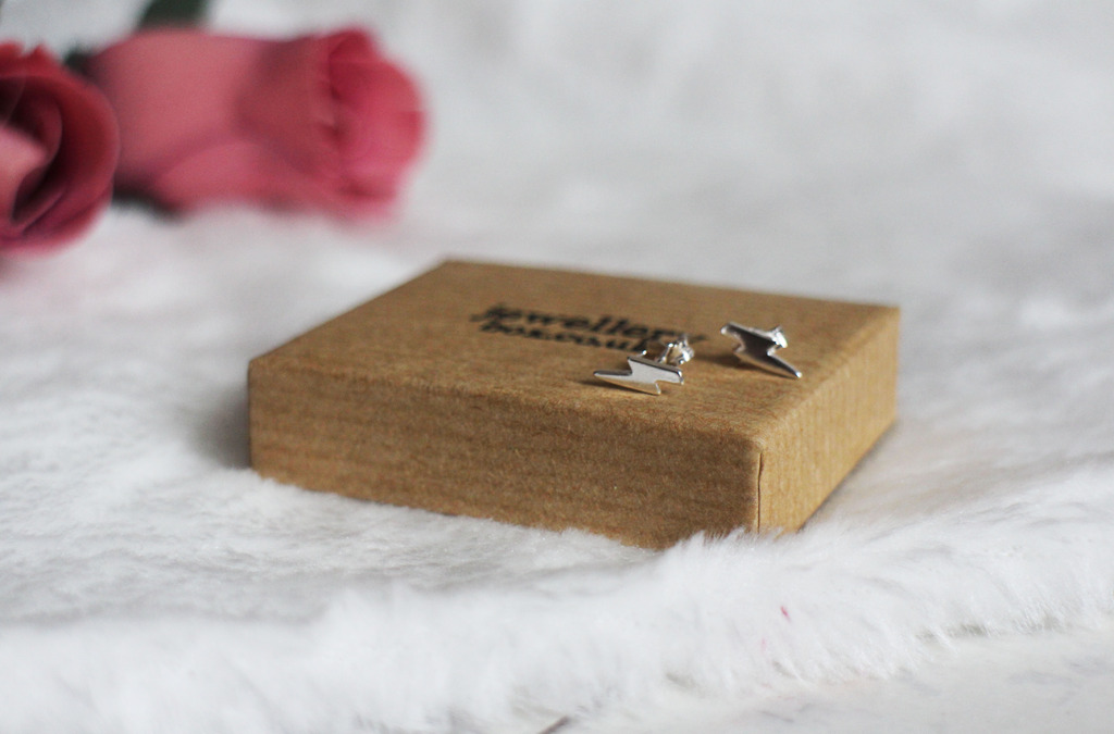 Simple, Dainty Jewellery by JewelleryBox