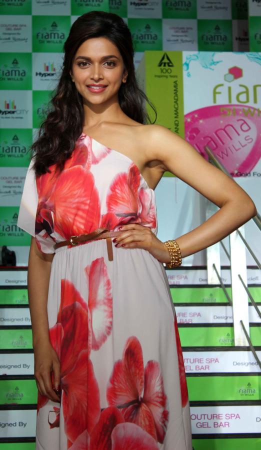 Deepika Padukone Arm pits Show Photos