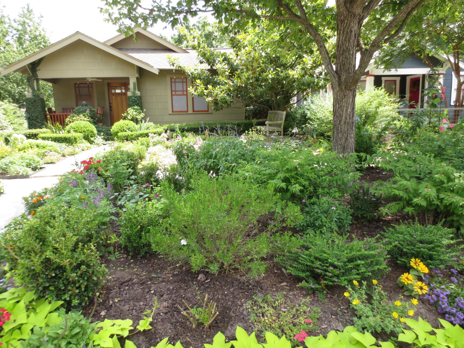 The OtHeR HoUsToN: GREAT BUNGALOW GARDEN IDEAS on Bungalow Backyard Ideas id=74394