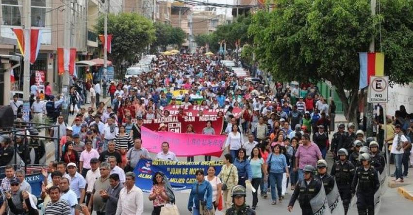 Docentes de Piura que acataron huelga alistan paro por recorte de sueldo