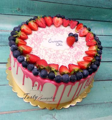 drip cake z owocami