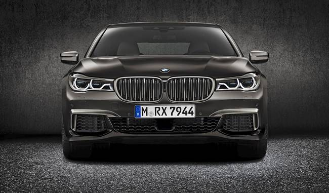 2017 BMW M760Li xDrive V12 Review