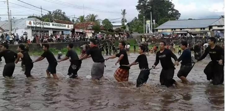Permainan Tradisional Bali Megoak - Goakan