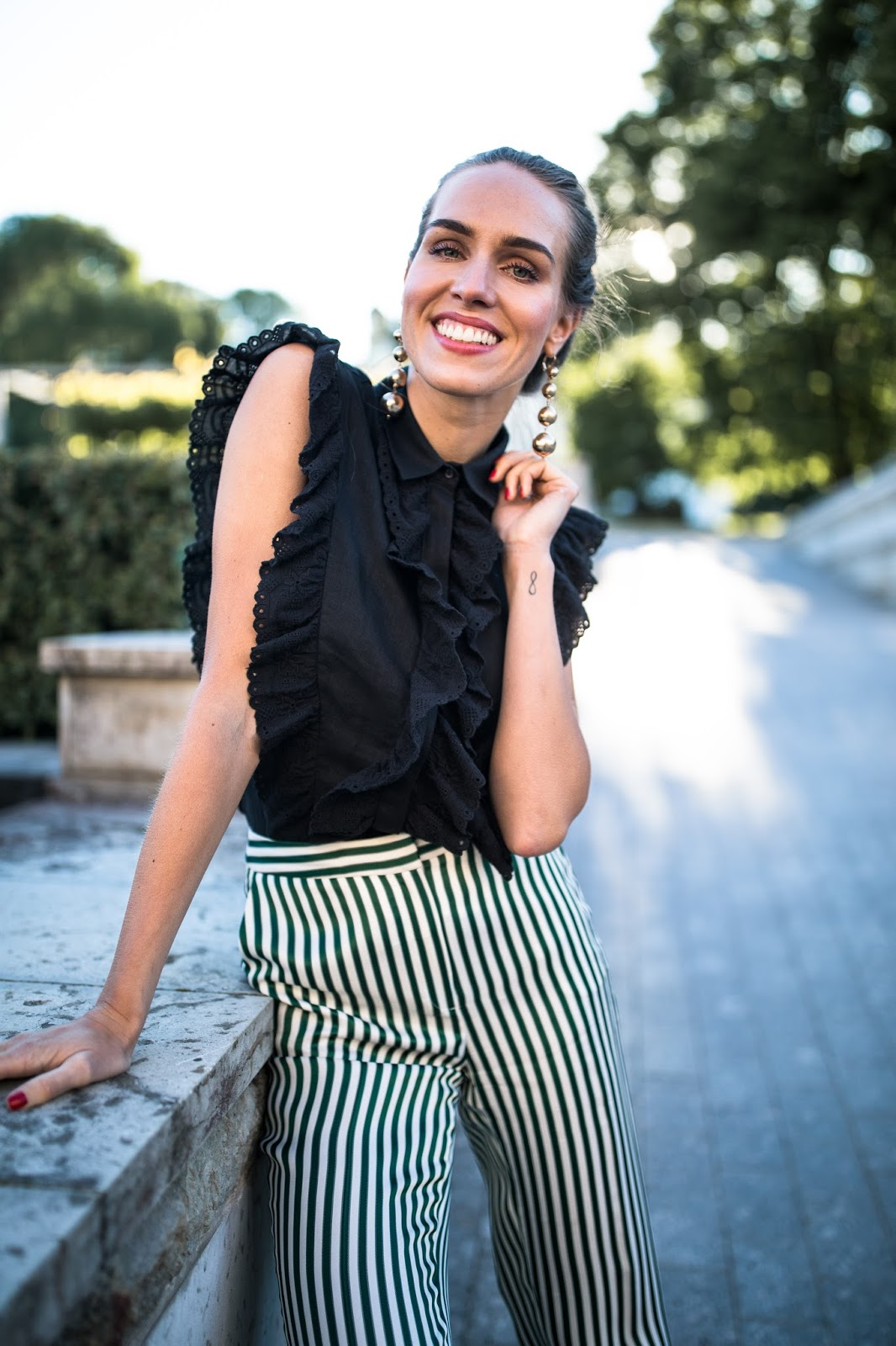 black ruffle top outfit street style