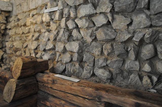 Romański kościół pw. św. Wojciecha na płycie rynku w Krakowie - rezerwat archeologiczny w podziemiu kościoła