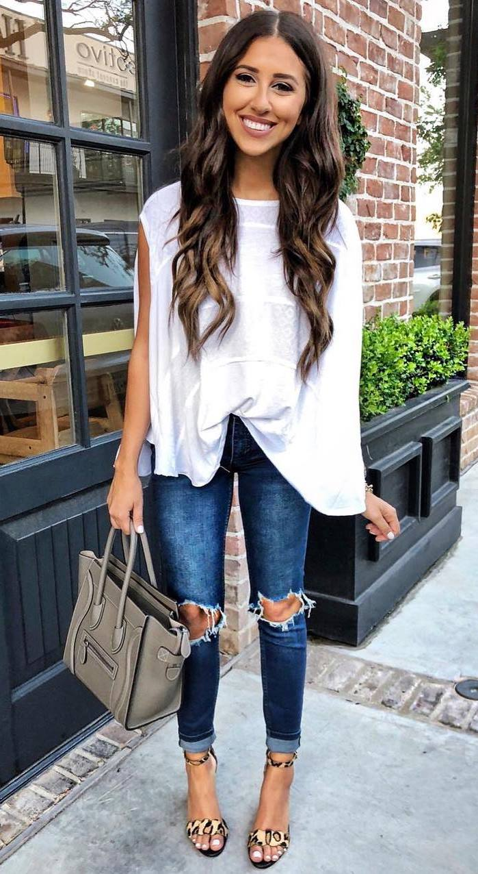 how to style ripped jeans : white top + bag + heels