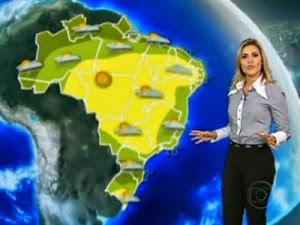 Flávia Freire fazendo a previsão do tempo
