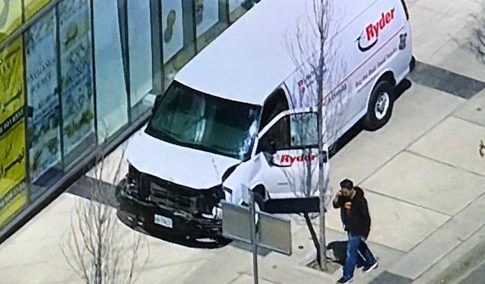 Φορτηγό έπεσε σε πεζούς στο Τορόντο -Τουλάχιστον 9 νεκροί και 16 τραυματίες -Συνέλλαβαν έναν ύποπτο
