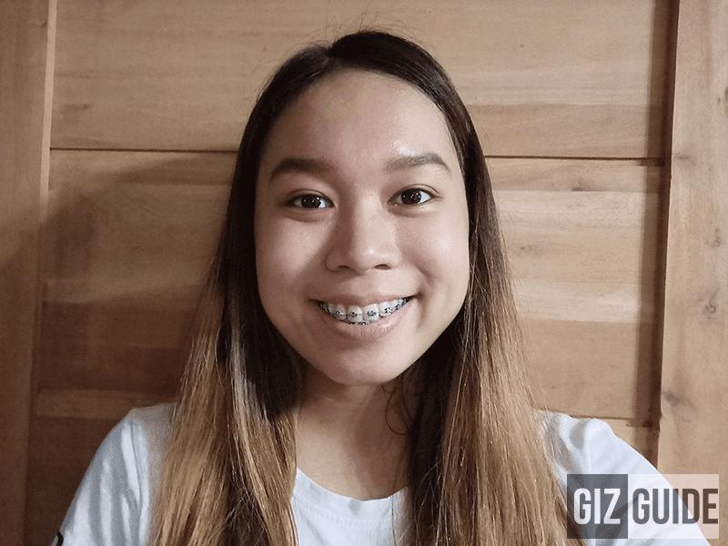Indoor selfie F7