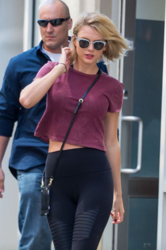 Taylor Swift Wearing Woodys Barcelona Sunglasses