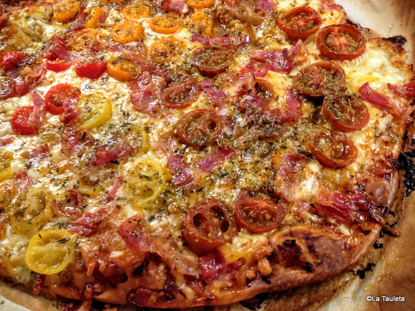 Pizza de Tomates Cherry, Cinco Quesos y Bacon