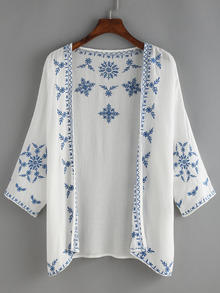 Chaqueta blanca con bordado en azul