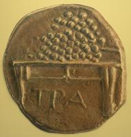 Ελληνικό νόμισμα από την αρχαιότητα της Τραπεζούντας όπου δείχνει ένα τραπέζι με καρπούς επάνω του . Είναι του 4ου αι. π.Χ.