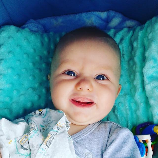 Porównanie kropli na kolki niemowlęce - najlepsze krople na kolki - porównanie składów kropli