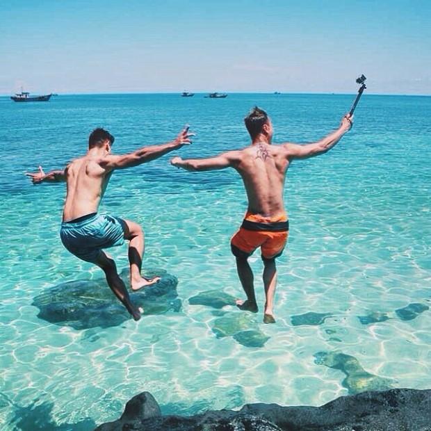 Đến với đảo Lý Sơn, bạn sẽ được đắm mình trong làn nước xanh mát