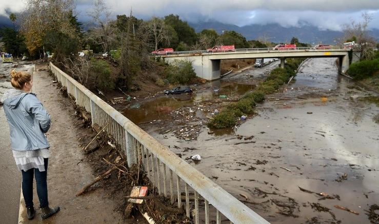 Mud and severe flooding in southern California, the United States, killed 17 people