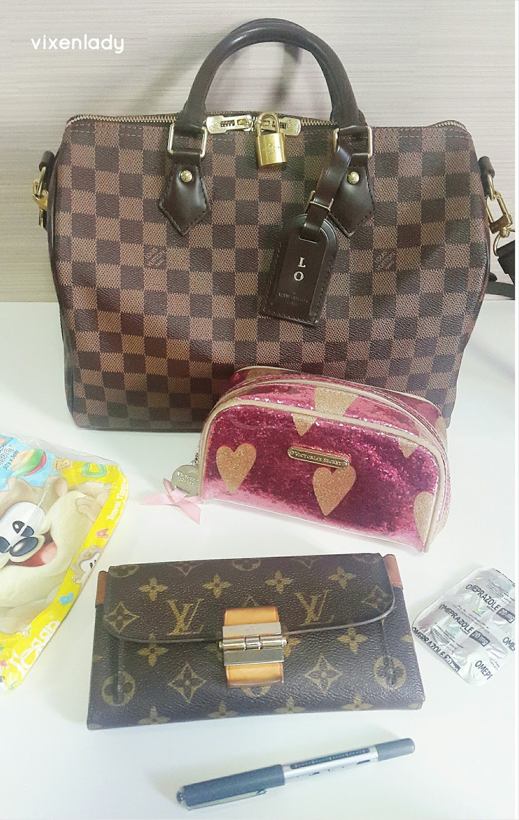 What's in my Louis Vuitton Speedy Bandouliere 30 Damier Ebene